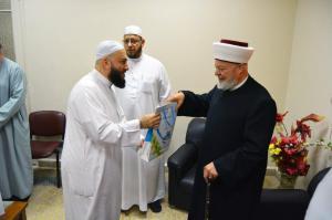 دار القرآن الكريم في لبنان تكرّم د. عادل أبو شعر على هامش ملتقى حفاظ الوحي (2)-005