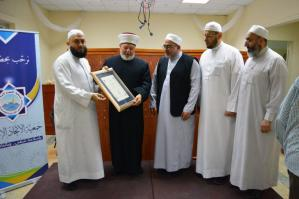 دار القرآن الكريم في لبنان تكرّم د. عادل أبو شعر على هامش ملتقى حفاظ الوحي (2)-009