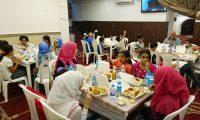 إفطار للأيتام في مسجد الصدّيق – بيروت