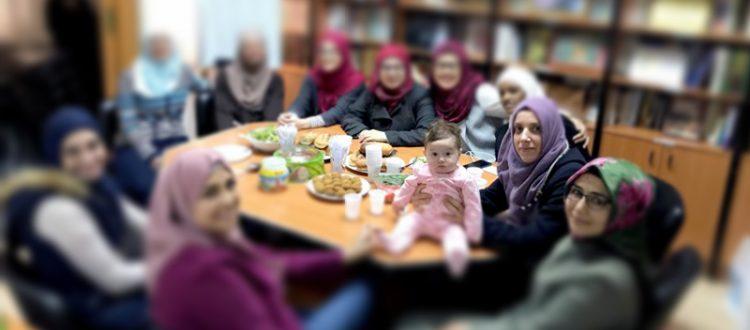 المنتدى للتعريف بالإسلام يحتفل بابنة إحدى المهتديات في لقاء أخوي