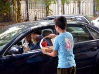 توزيع حلوى في بيروت ضمن فعاليات