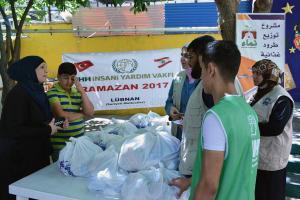 مؤسسة نماء: توزيع 300 طرد غذائي بالتعاون مع IHH-006