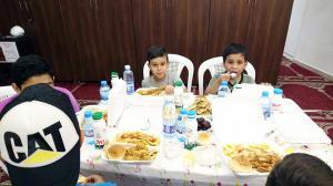 إفطار للأيتام في مسجد الصدّيق - بيروت-002