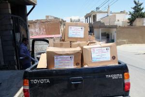 توزيع طرود غذائية في عرسال-003