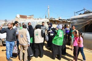 جولة على مخيمات النازحين في البقاع وتقديم المساعدات بالتعاون مع IHH-001