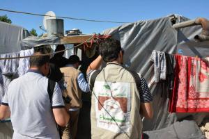 جولة على مخيمات النازحين في البقاع وتقديم المساعدات بالتعاون مع IHH-005
