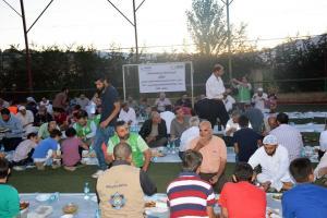 جولة على مخيمات النازحين في البقاع وتقديم المساعدات بالتعاون مع IHH-011