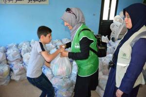 جولة على مخيمات النازحين في البقاع وتقديم المساعدات بالتعاون مع IHH-012
