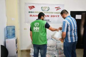 توزيع 200 طرد غذائي ضمن المرحلة الثالثة بالتعاون مع IHH-001