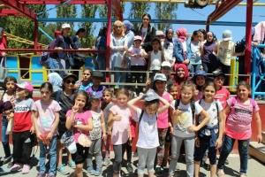 رحلة ترفيهية إلى القموعة.. النشاط الختامي لدورات عالم الفرقان للفتيات في طرابلس