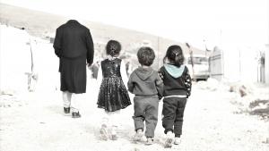 لمساعدتهم في مواجهة العاصفة.. مؤسسة نماء توزّع المازوت والطرود الغذائية في مخيمات عرسال بالتعاون مع حملة القلمون
