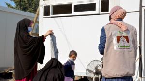 """مؤسسة نماء: توزيع ملابس للعائلات المستحقة ضمن حملة """"بيروت تناديكم"""""""